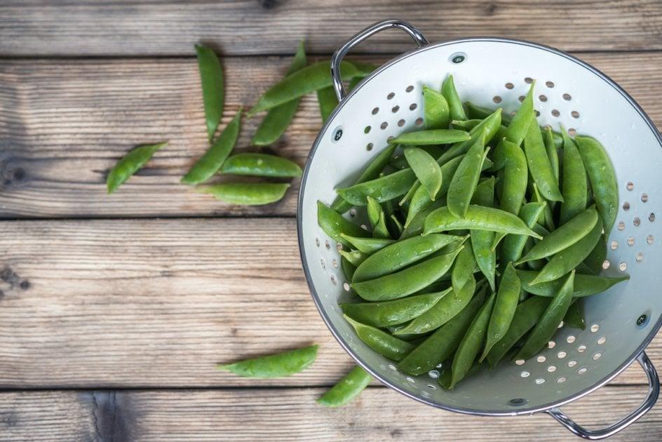 sugar snap peas in a colander