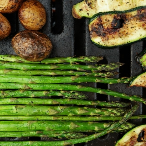 Asparagus and zucchini on the grill.