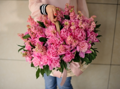 9 Flowers You Can Grow For Beautiful Bouquets featured image