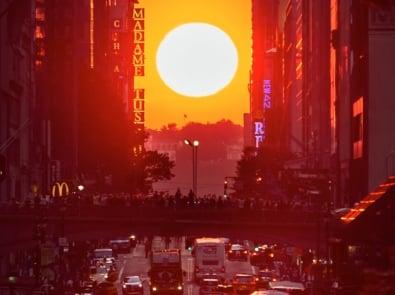 Here Comes Manhattanhenge! (2021 Dates) featured image