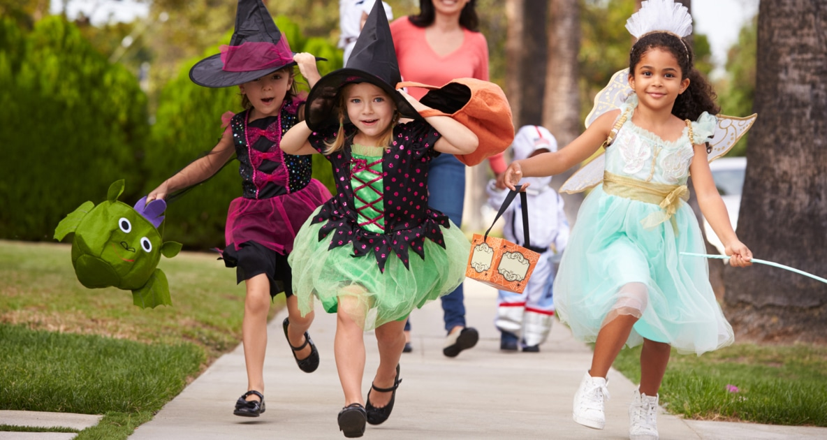 Trick-or-treating - Stock photography