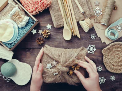 18 Clever & Inexpensive Gift Wrapping Ideas For Any Occasion featured image