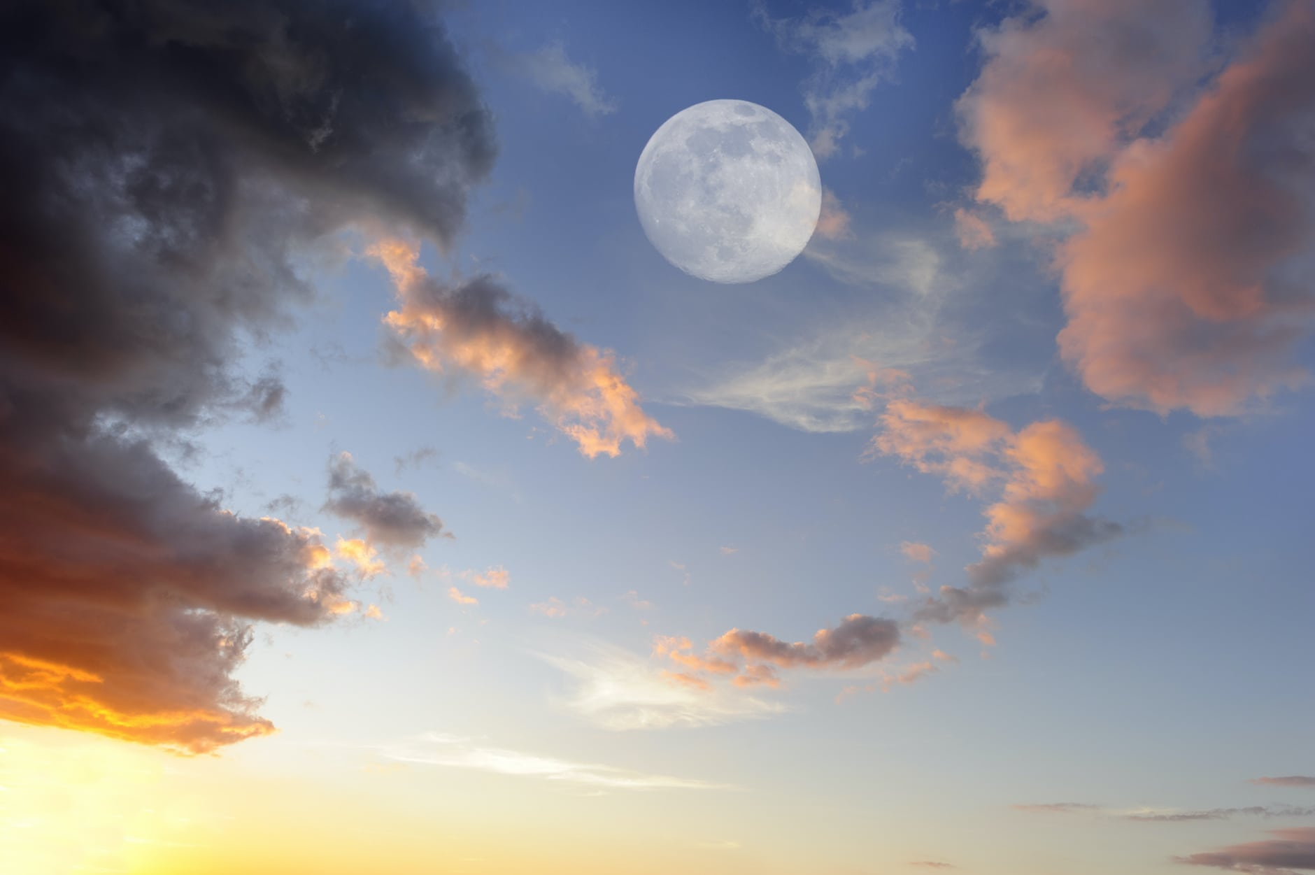 A Daytime Full Moon?image preview