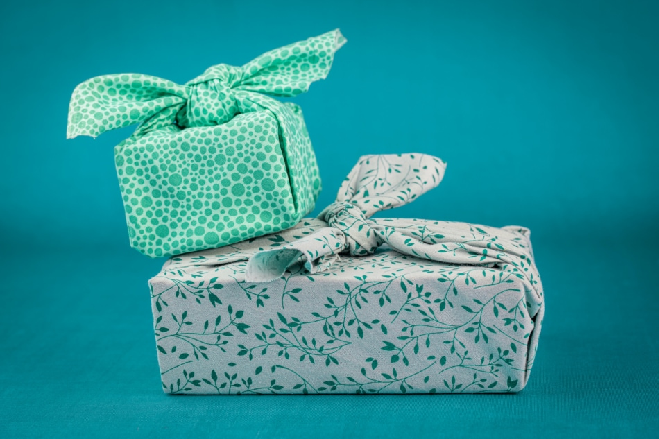 Gift wrapping - Gift