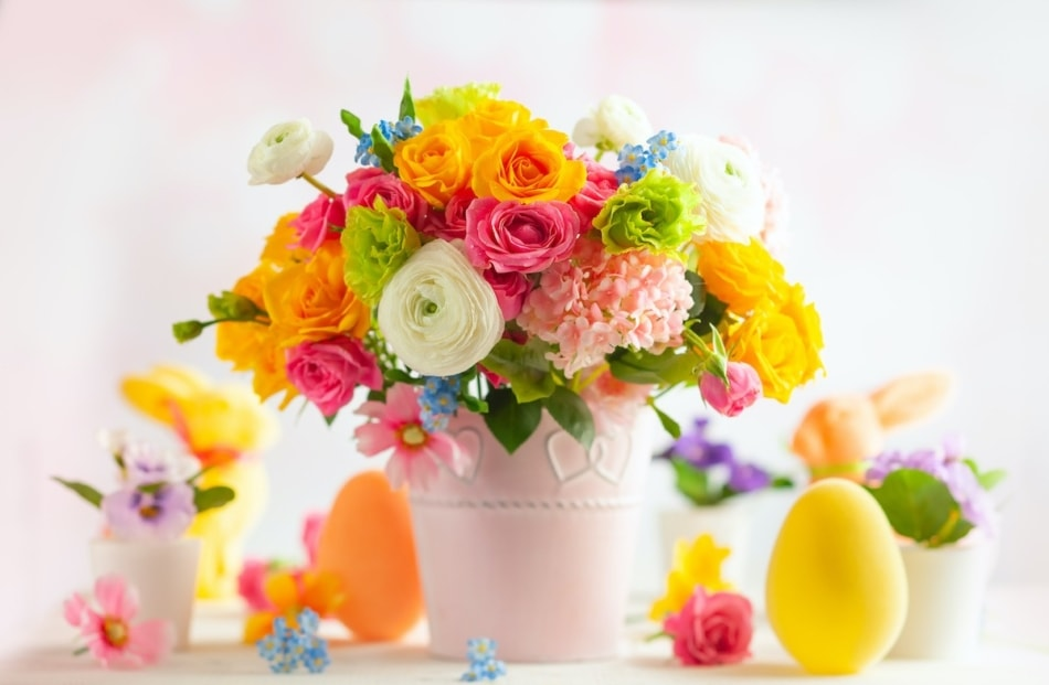 Easter flower bouquet with a yellow Easter Egg.