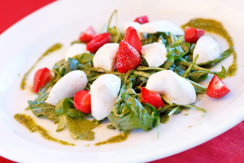 salad with pesto and strawberries